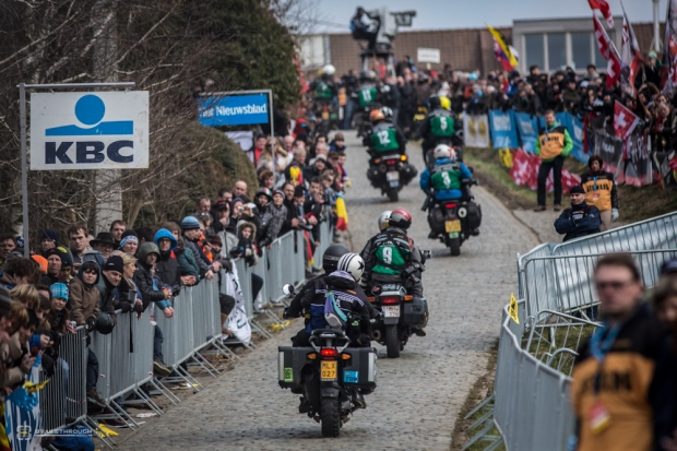A line of photo-motos barrel up the Paterberg for the last climb of the race.